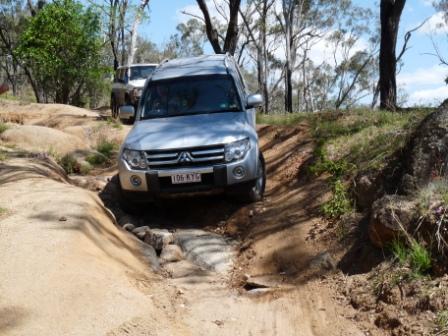 Soms zijn de wegen in de bush erg slecht.