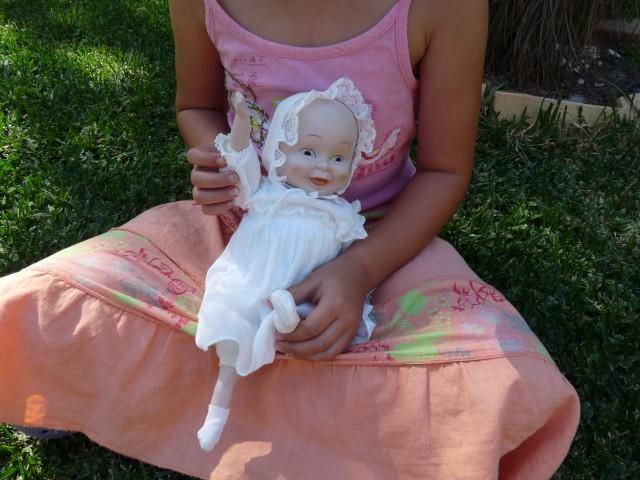 De pop met drie hoofden uit mijn spreekbeurt.