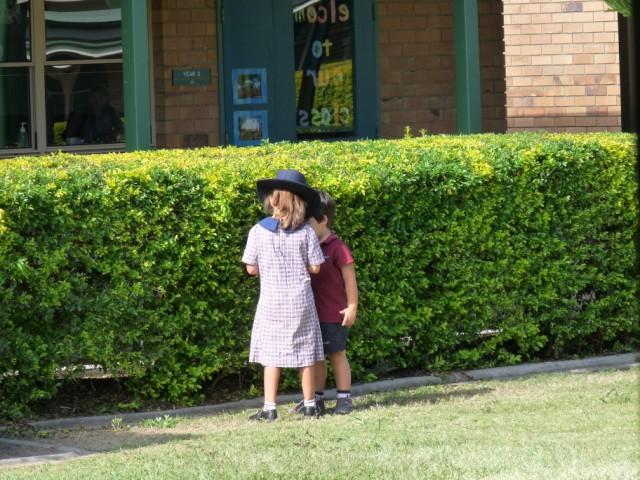 Mijn broertje Jorick en ik in school uniform.